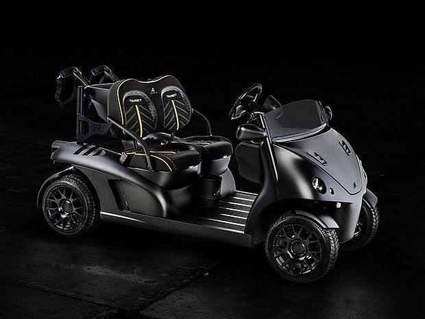 【Garia Mansory Currus】 这是一部有Garia与Mansory联合打造的完全合法的欧洲公路车,限量7台的Garia Mansory Currus,由Garia Roadster衍生而来。  【Garia Mansory Currus】 它有标准版和锂电池版两种车型供选择,其中电动版车型拥有60公里续航里程、60公里每小时极速以及比前者少100公斤的重量。同时,作为Mansory的拿手好戏,Currus采用了大量碳纤维材料,另外该车的仪表和座椅也都采用了防水设计。  【Garia Ma