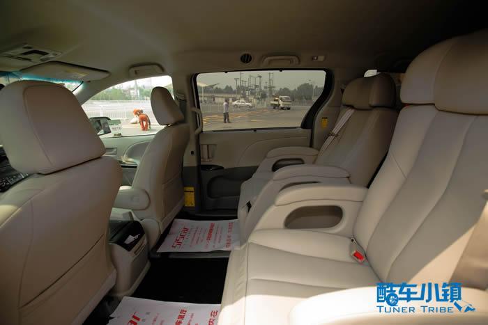 5i5car为座椅选择的是米白色