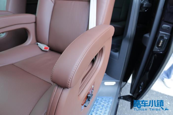客车座椅扶手内部结构